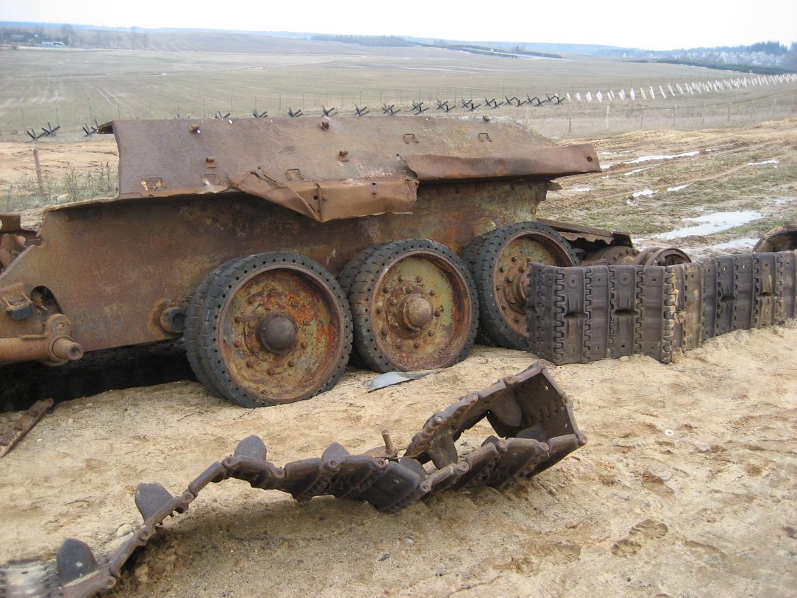 Т-34 лом (линия Сталина).jpg