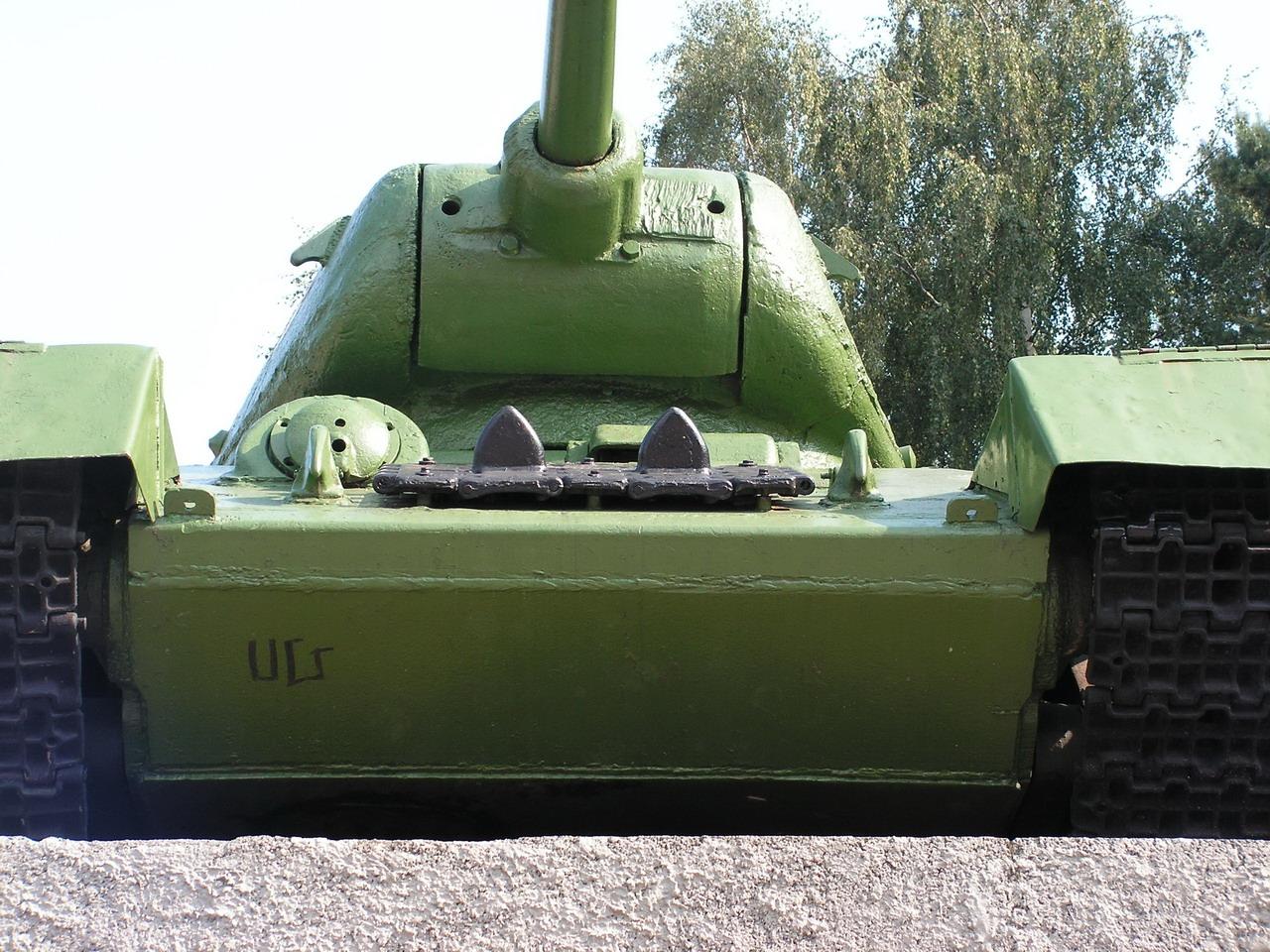 Т-34-85 (Минск, военный городок Уручье, памятник около Дома Офицеров)_03.JPG