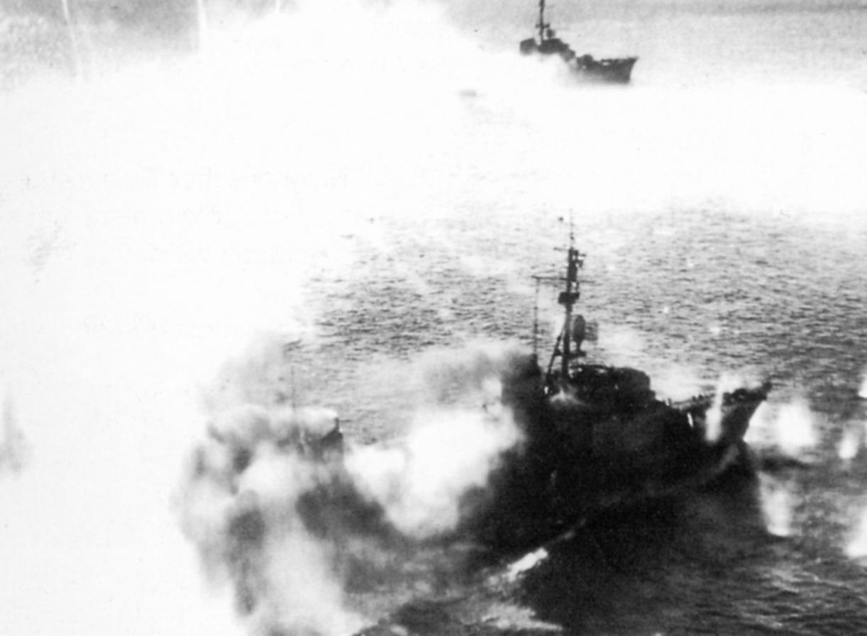 T-24, Z-24 nach Angriff in Girondemundung 24.8.44a.JPG