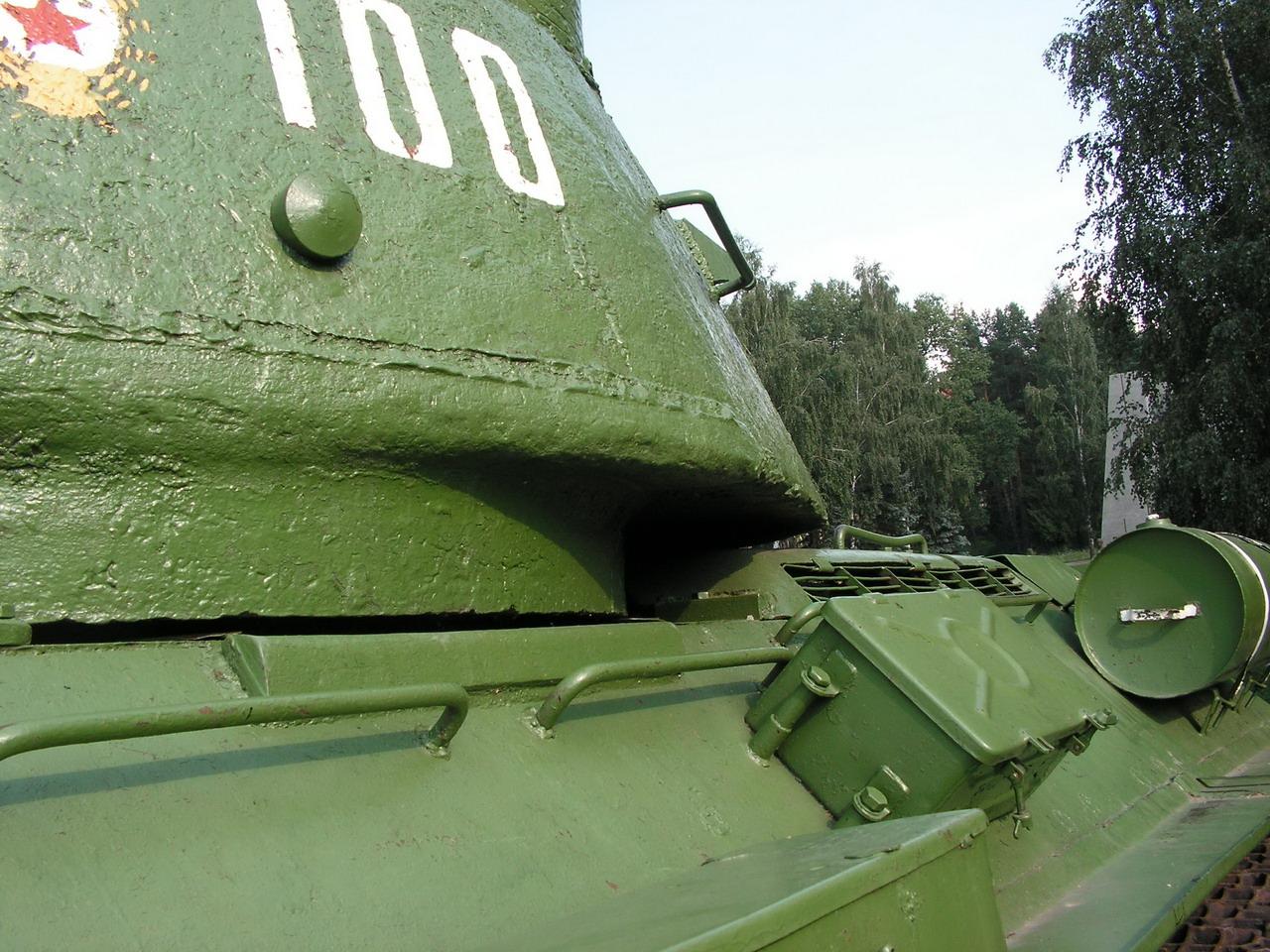 Т-34-85 (Минск, военный городок Уручье, памятник около Дома Офицеров)_08.JPG