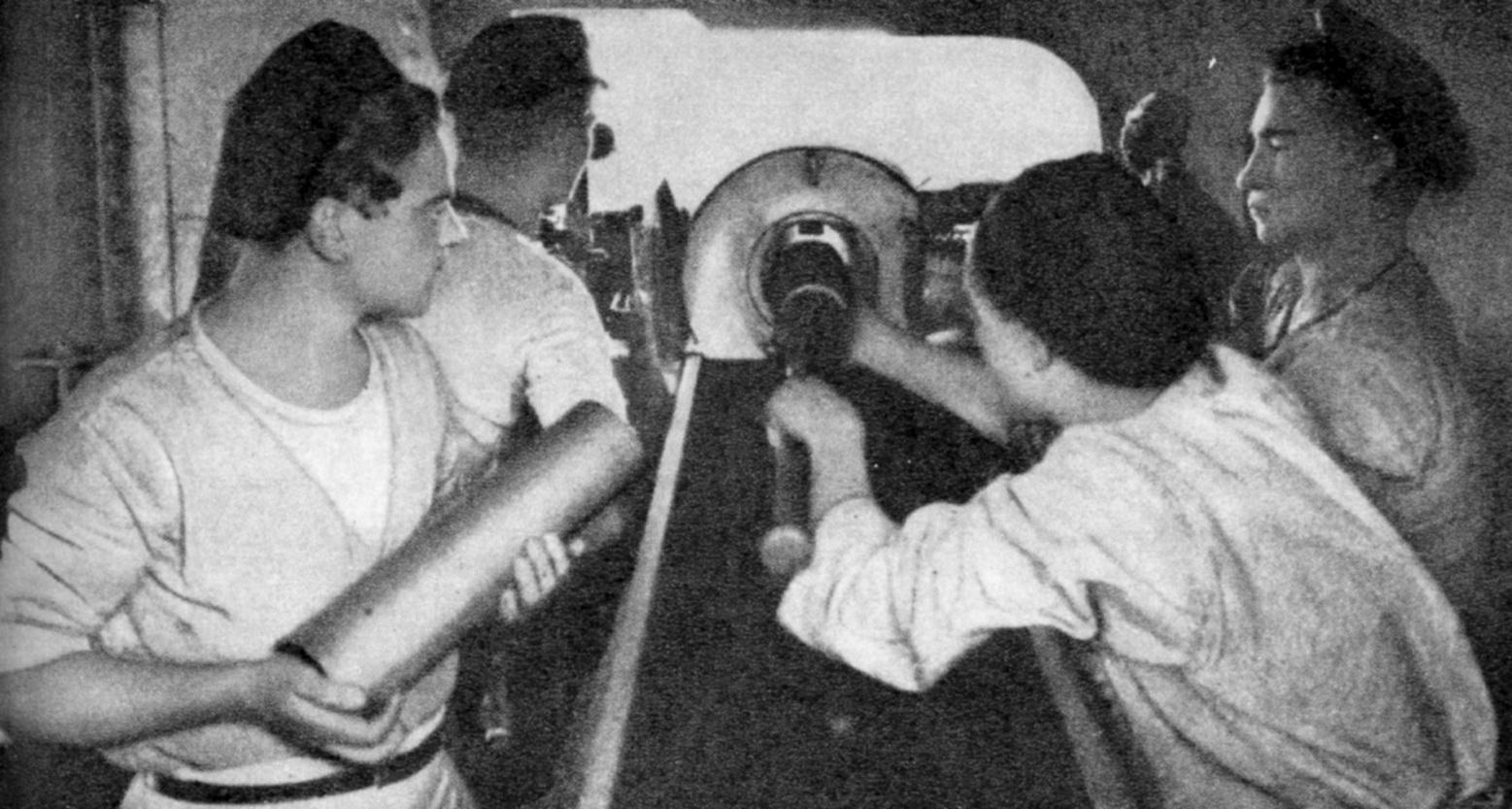 Polish monitor turret crew.JPG