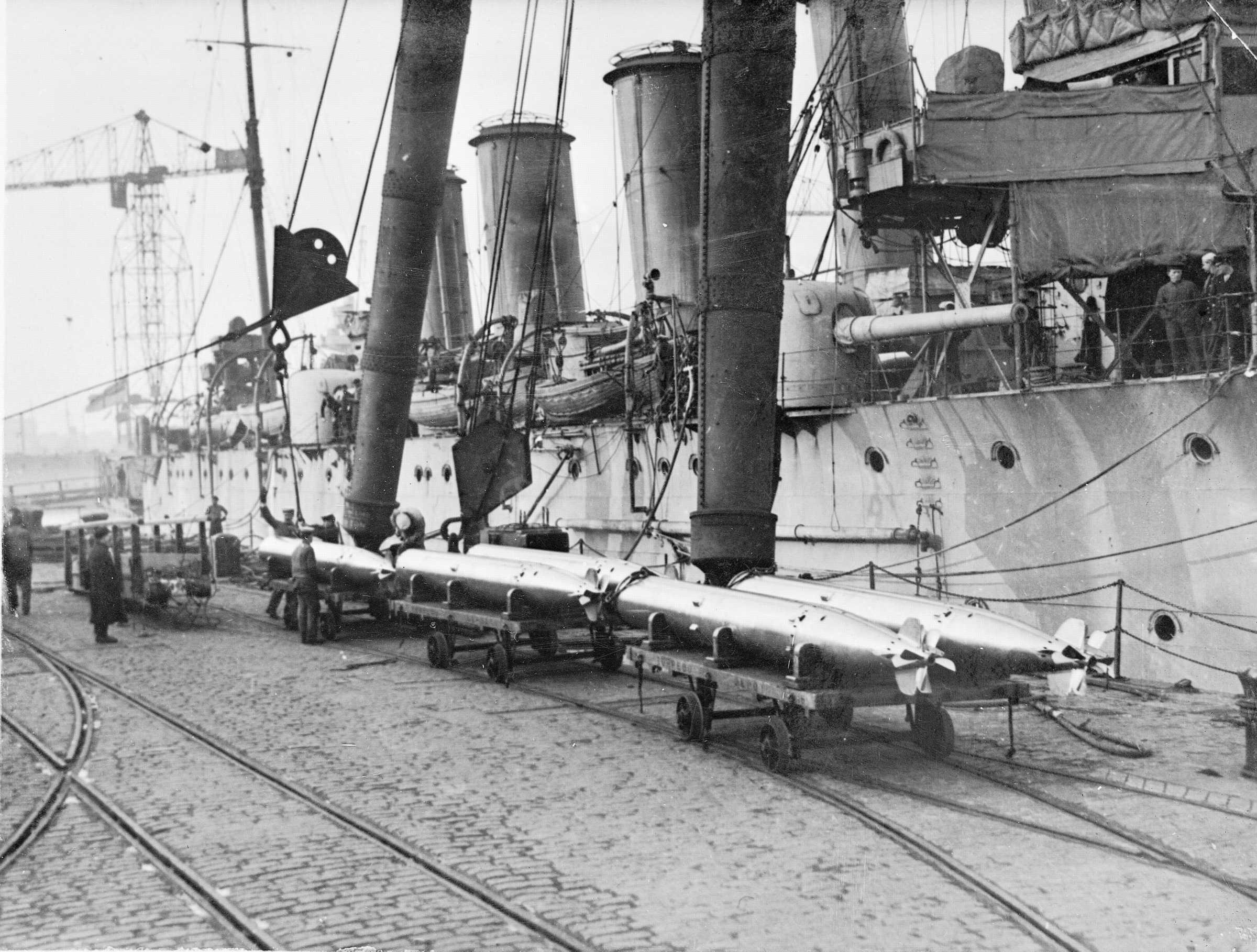 HMAS BRISBANE_-.jpg