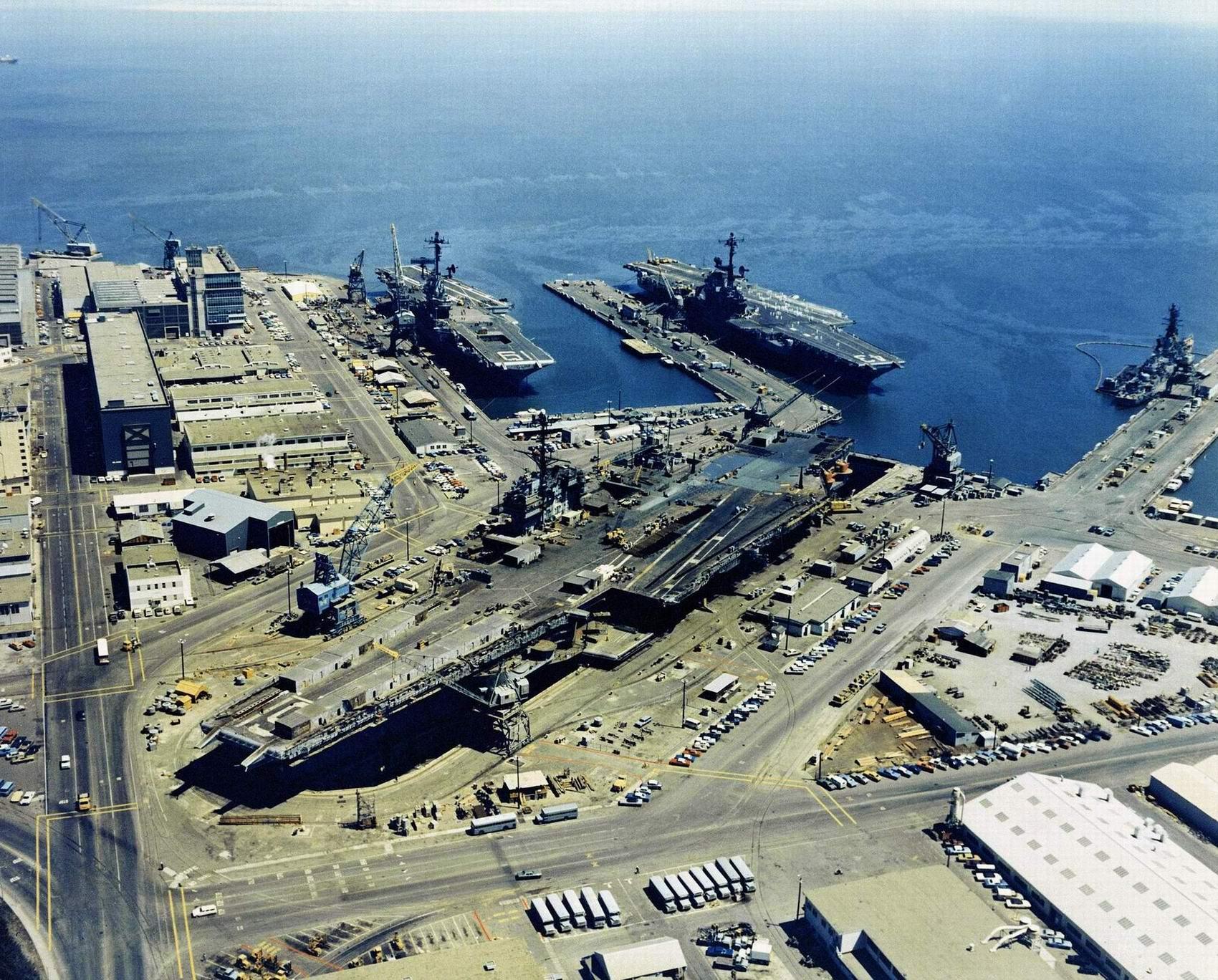 Hunter's Point Naval Shipyard on 25 August 1971 USS Ranger (CVA-61), USS Coral Sea (CVA-43), USS Hancock (CVA-19) - photo Lt. A. Legare, USN.jpg