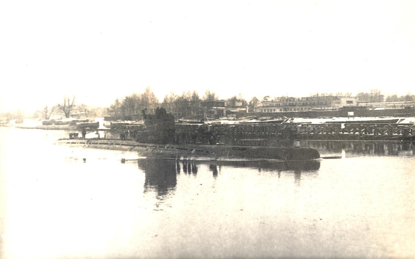 С-ка в военном канале Лиепая 1982г.jpg