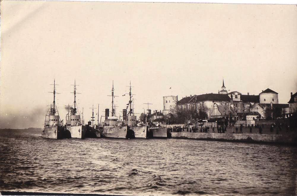 German warships (Minensucher) in Riga, river Daugava, near the Baltic Sea  WW1.jpg
