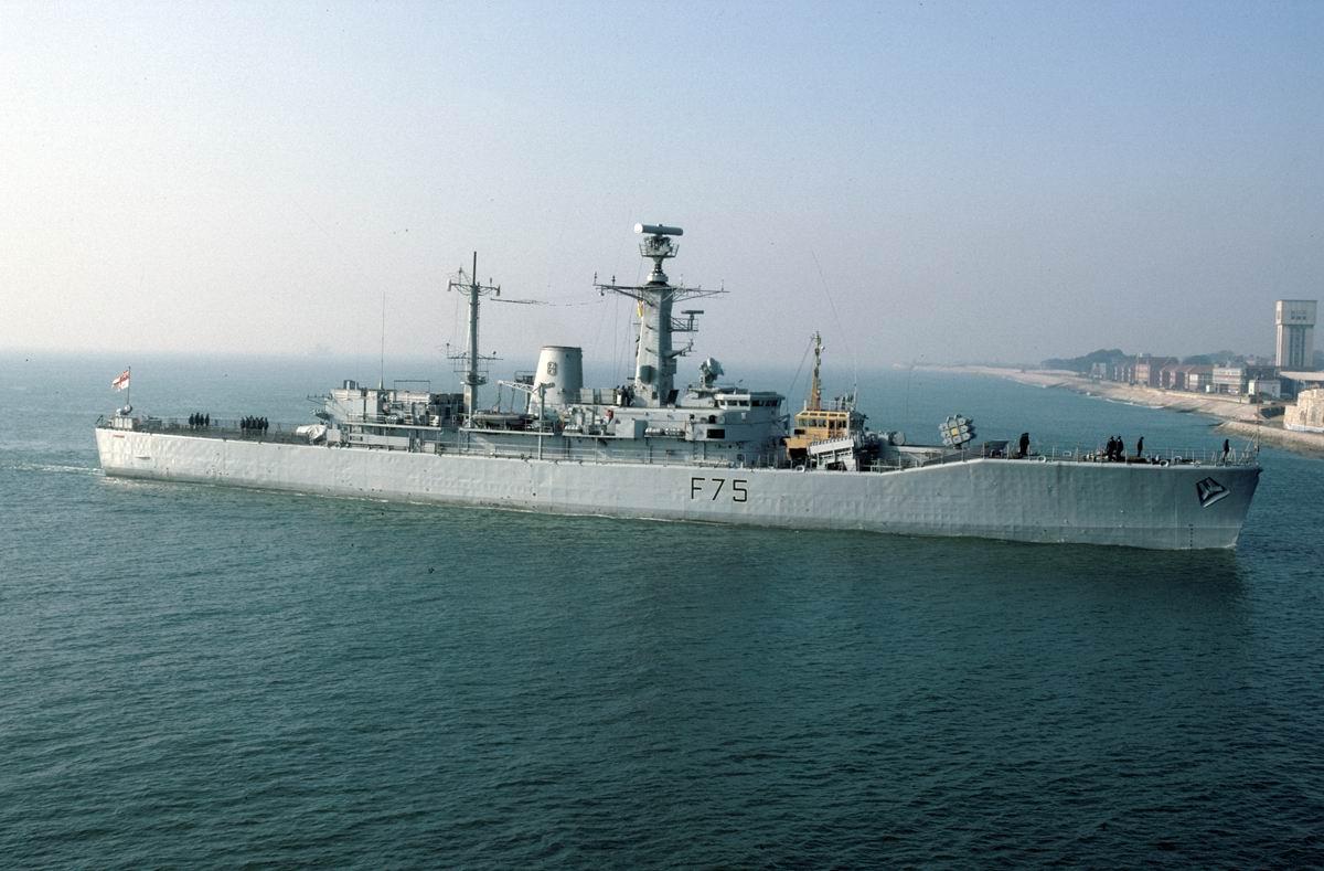 HMS CHARYBDIS март 1987 г. район Портсмута.jpg