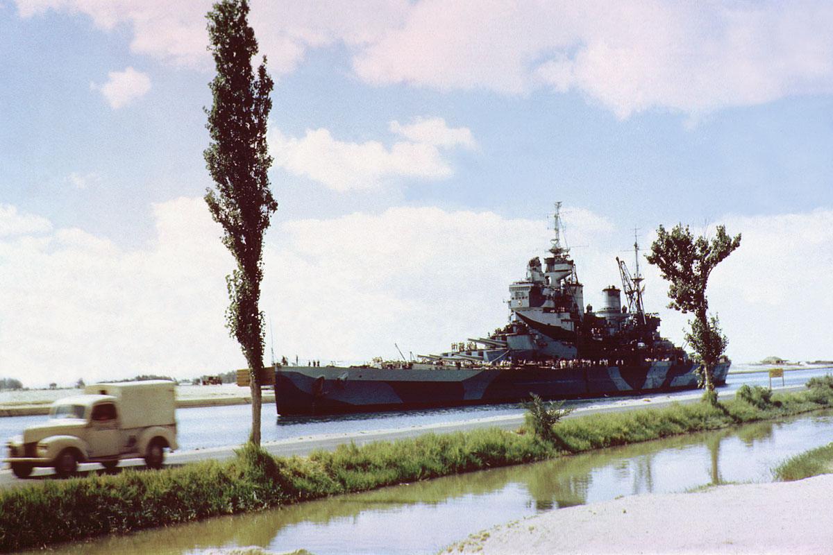 HMS_Howe_in_Suez_Canal_1944.jpg