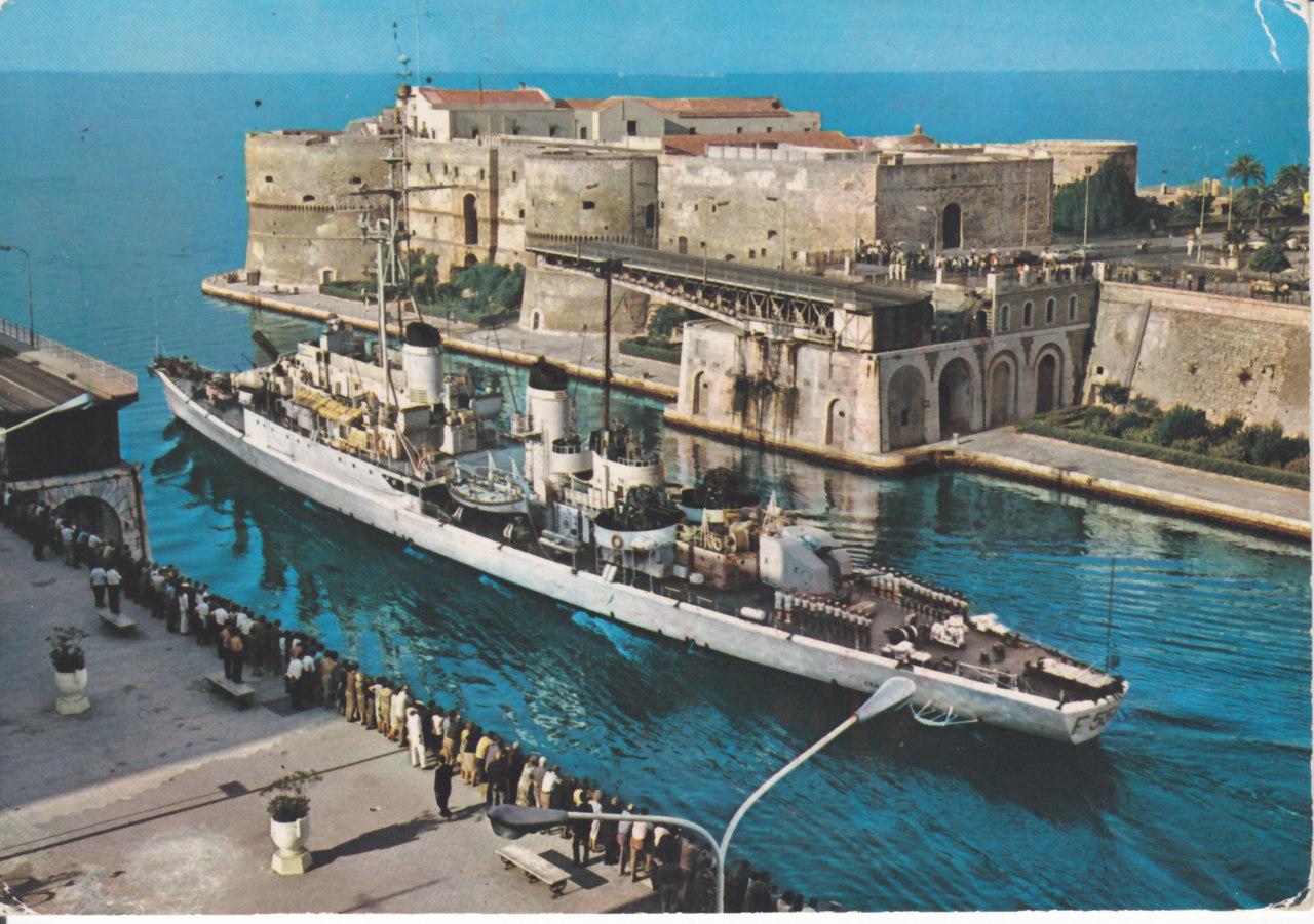 Fregata CENTAURO.jpg