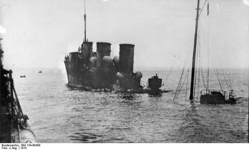 Bundesarchiv_Bild_134-B0458%2C_Pissen%2C_Torpedoboot_nach_Minentreffer.jpg