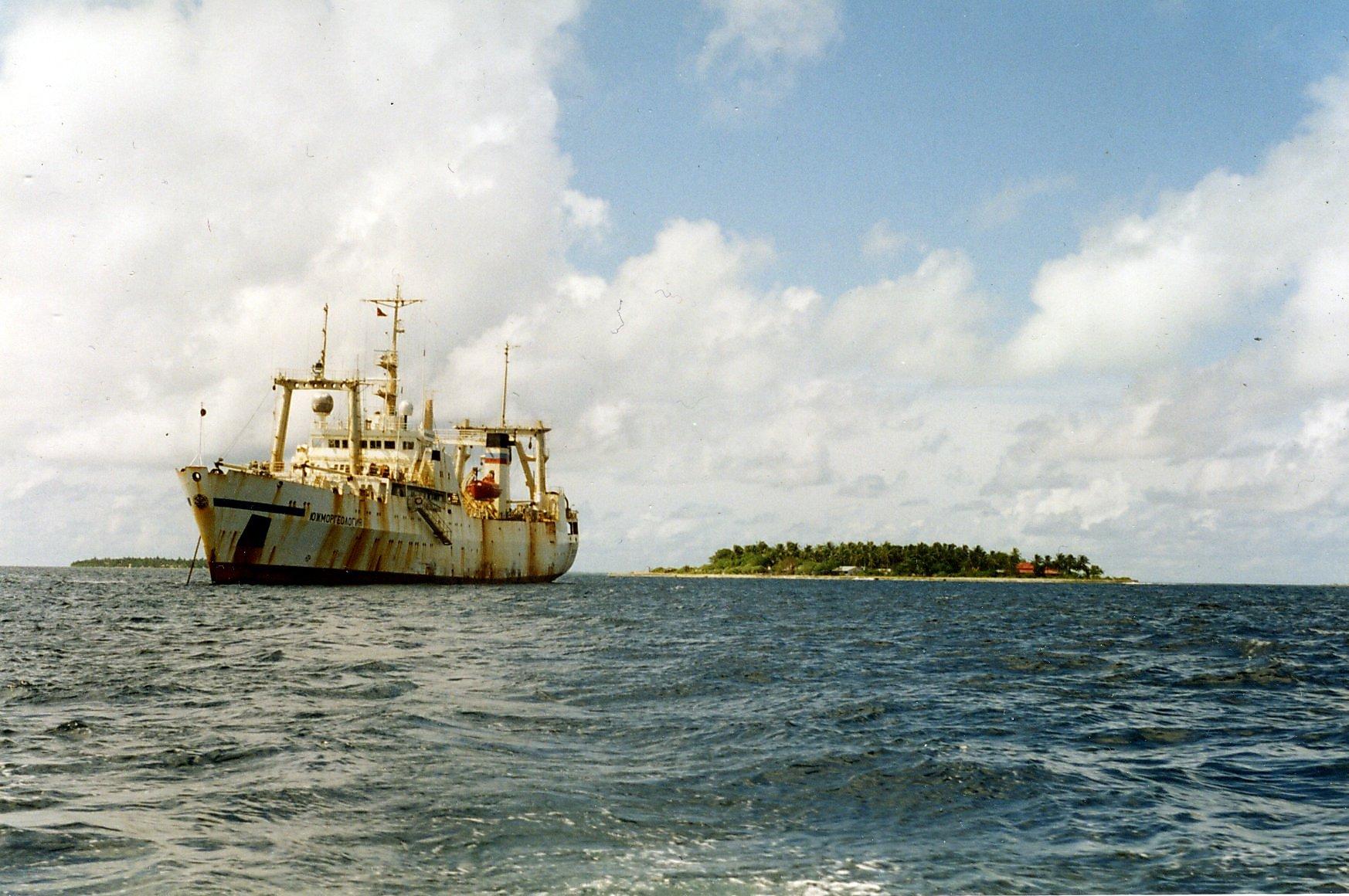 yuzhmorgeologia na Maldives.jpg