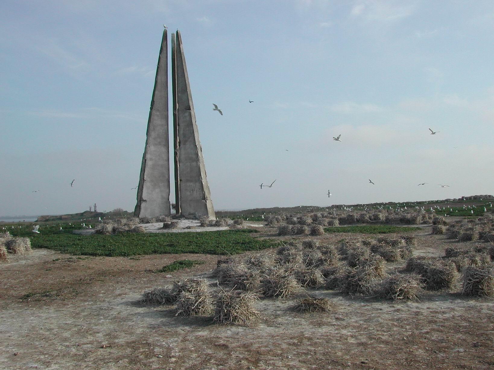 памятник Шмидту березань 2.jpg
