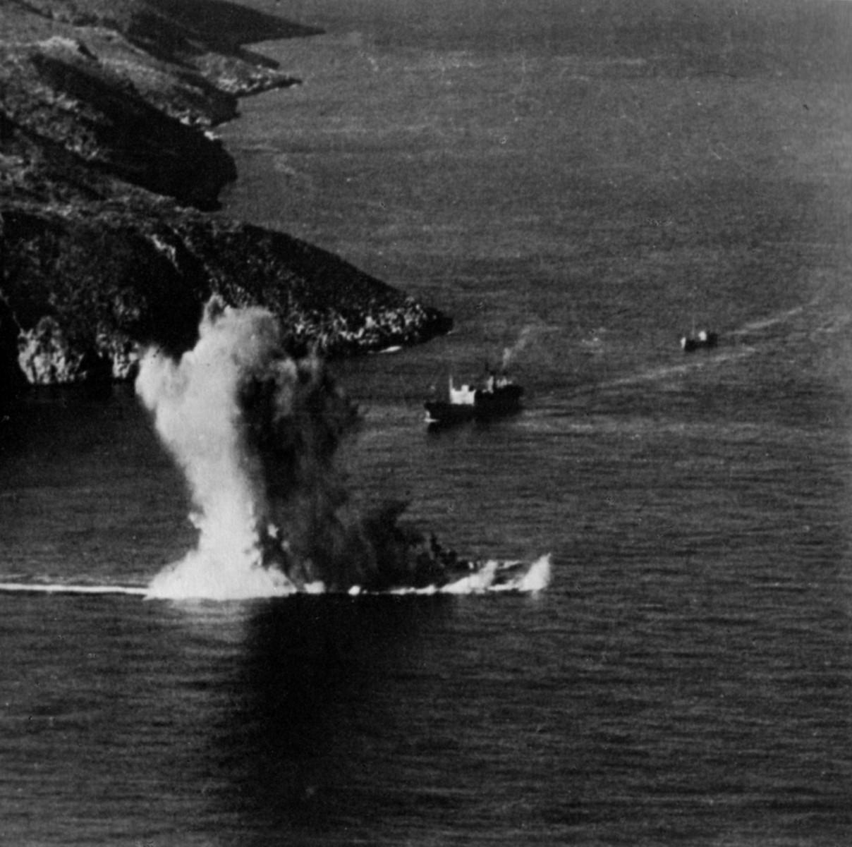Alcione torpedoed by Truant off Crete 11.12.41.JPG