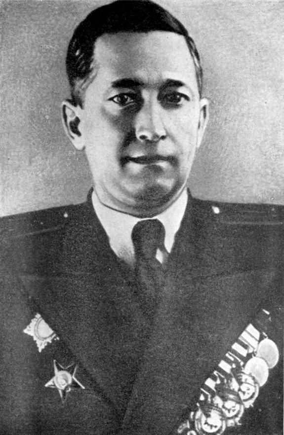 к-адм В.С.Чероков - ком. ЛВФ 1944.JPG