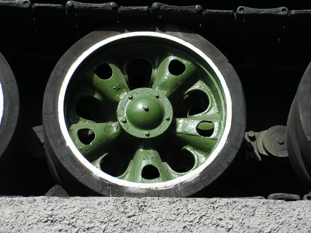 Т-34-85 (Минск, военный городок Уручье, памятник около Дома Офицеров)_20.JPG