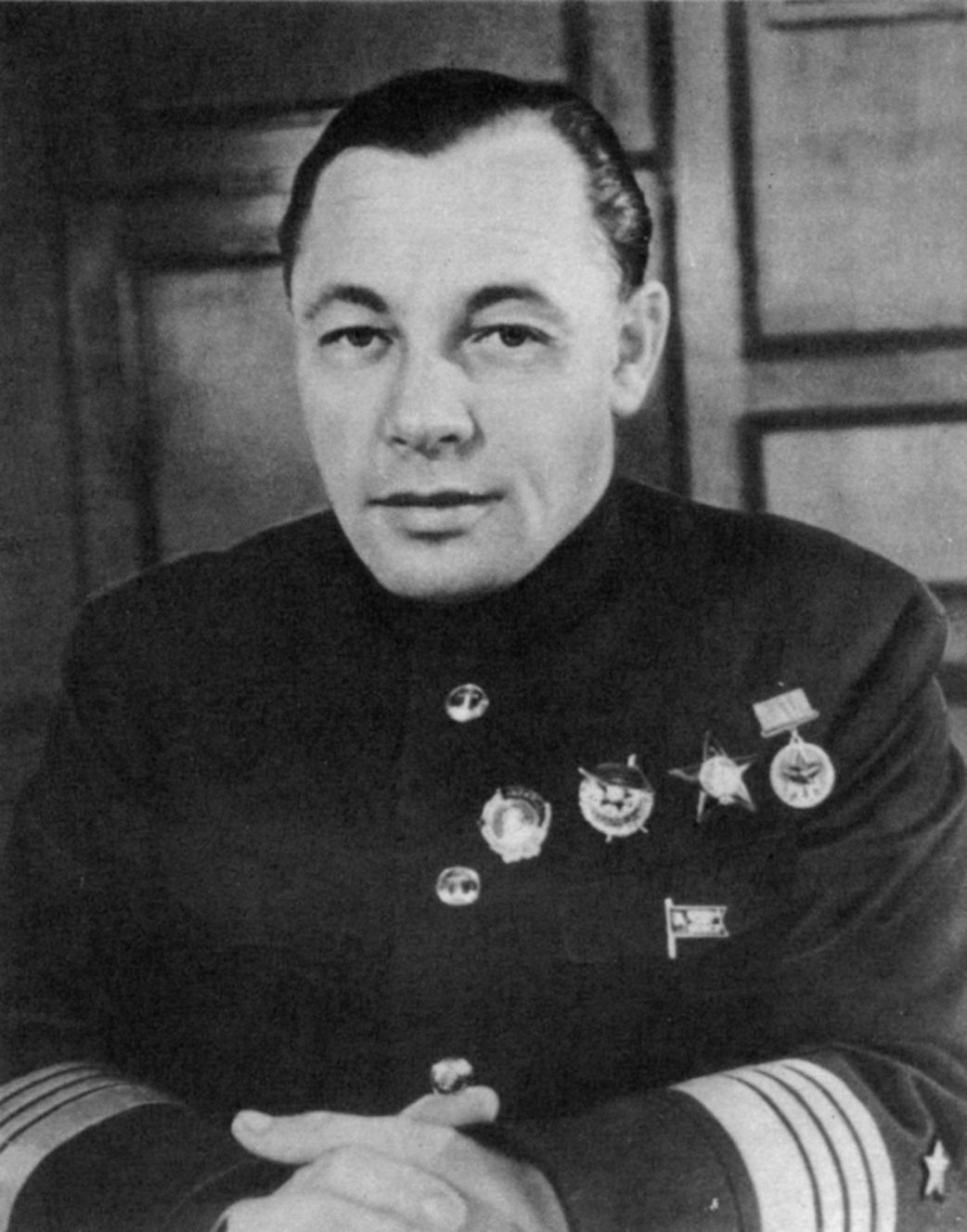 адм Н.Г.Кузнецов - нарком ВМФ 1941.JPG