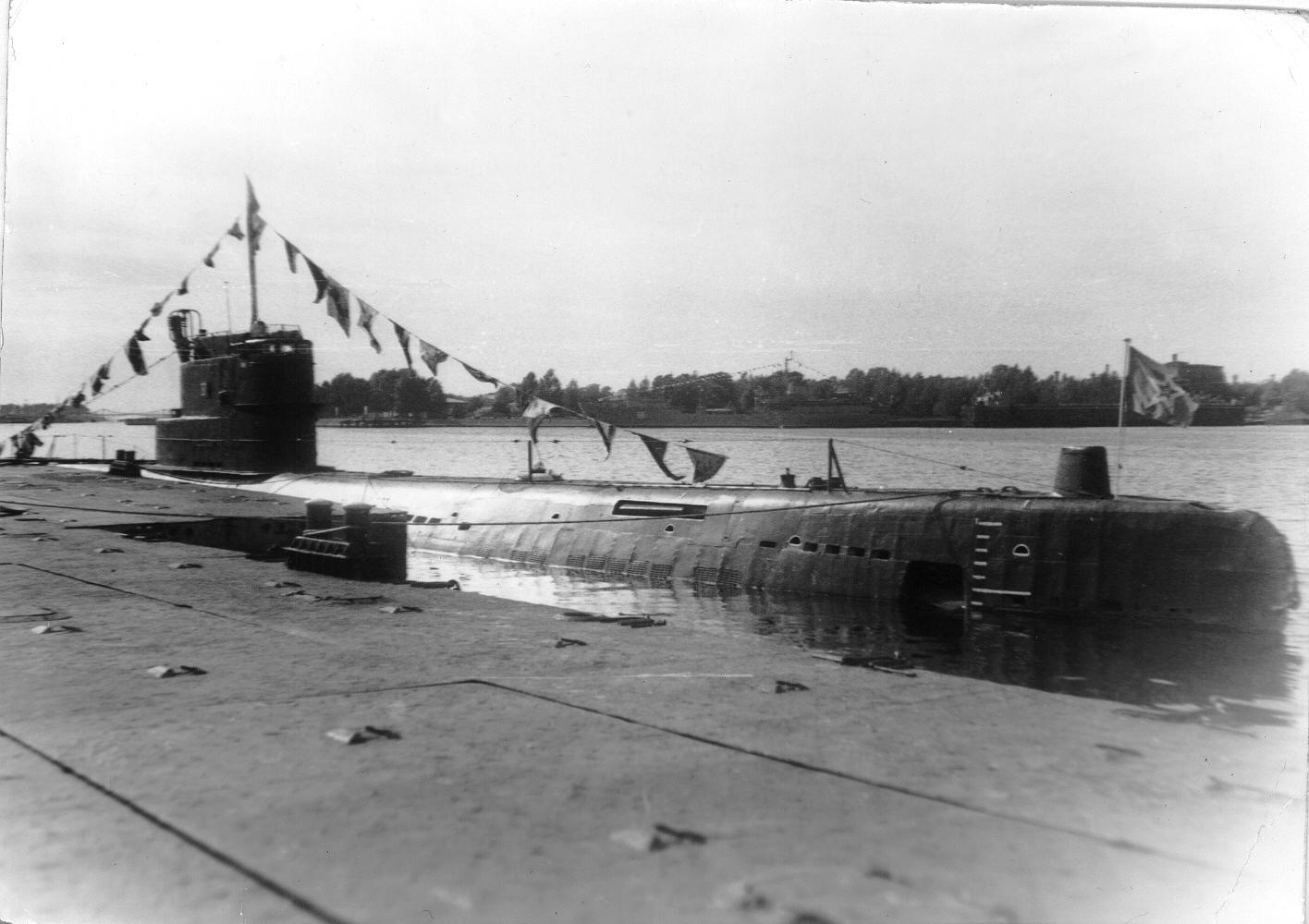 С-191 День ВМФ Лиепая 1984г.jpg
