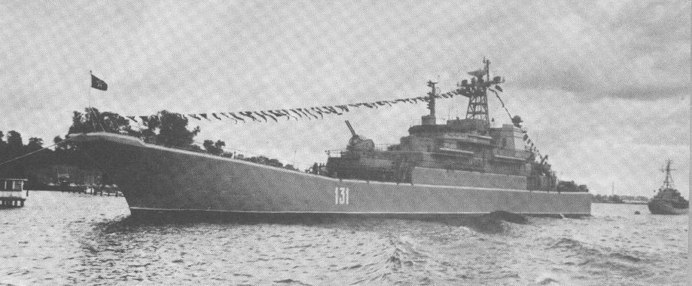 БДК 47 на параде ВМФ ГДР в Ростоке 07.10.1989..jpg
