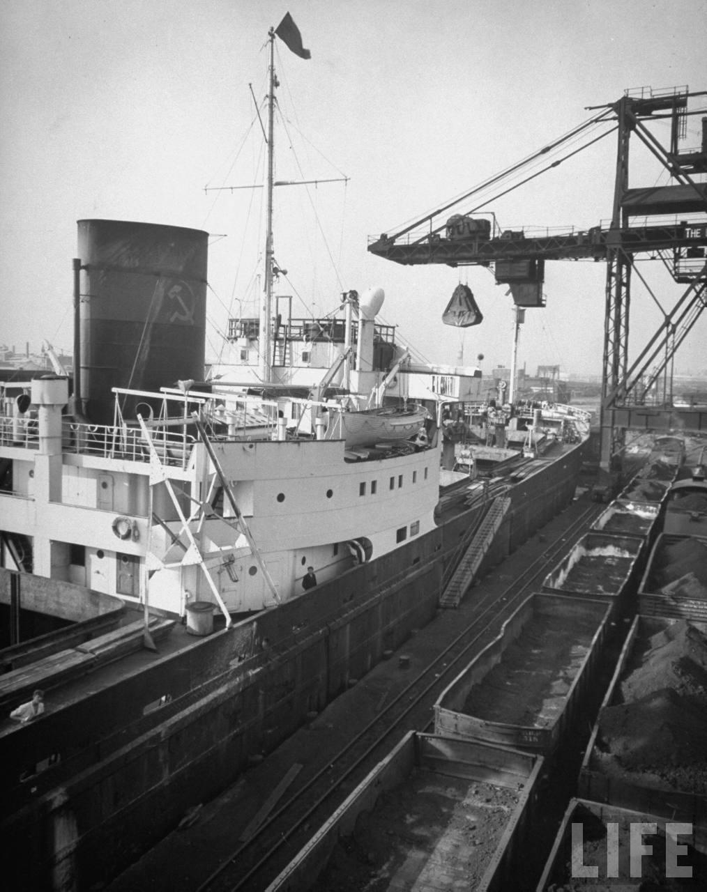 Разгрузка в Балтиморе February 1948.jpg