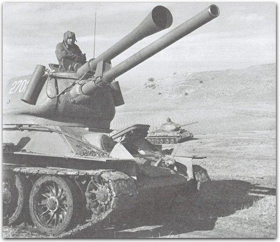Т-34-85 с пропановой пушкой - иммитатор артогня.jpg