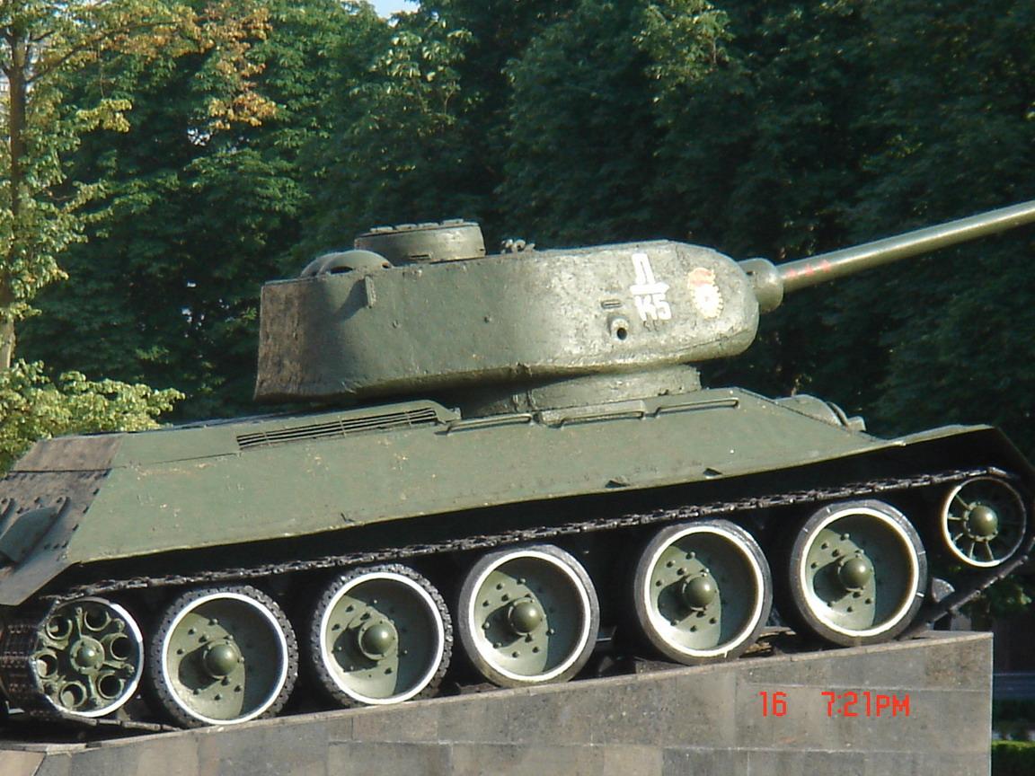 Т-34-85 (Минск памятник около Дома Офицеров)_13.JPG