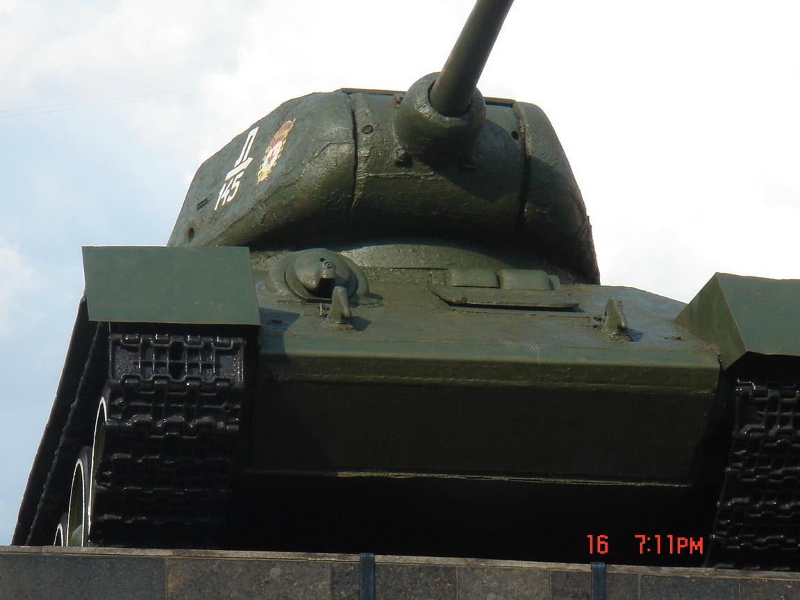 Т-34-85 (Минск памятник около Дома Офицеров)_03.JPG