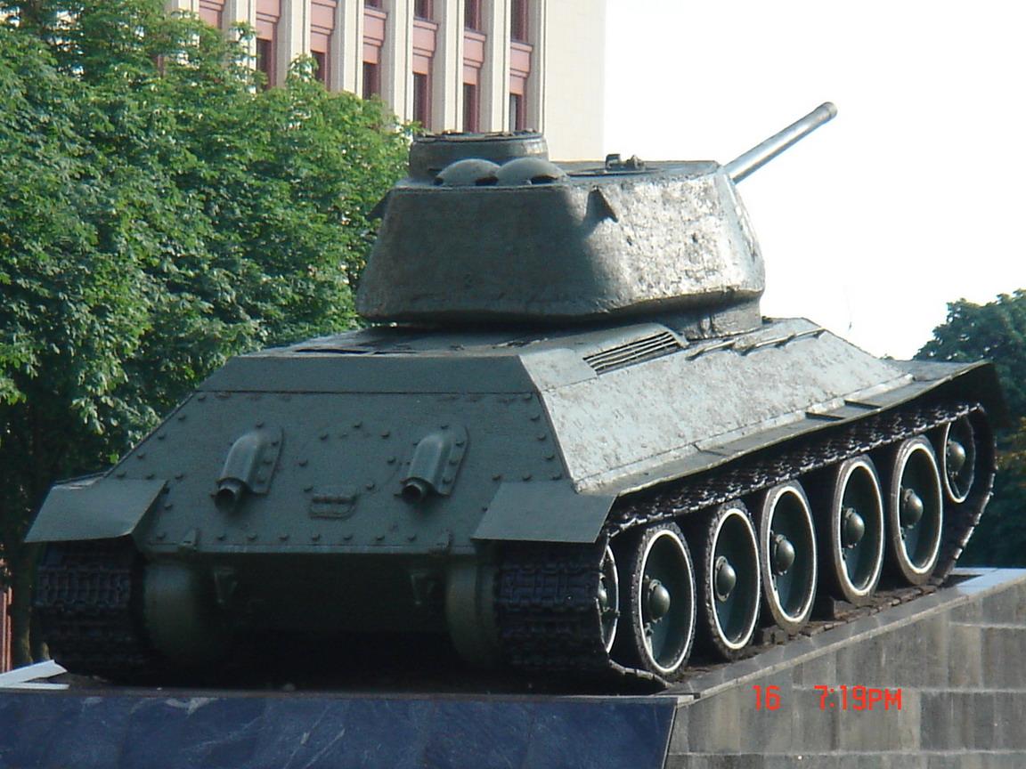 Т-34-85 (Минск памятник около Дома Офицеров)_12.JPG