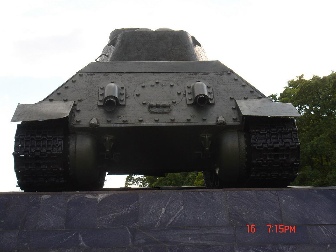 Т-34-85 (Минск памятник около Дома Офицеров)_08.JPG