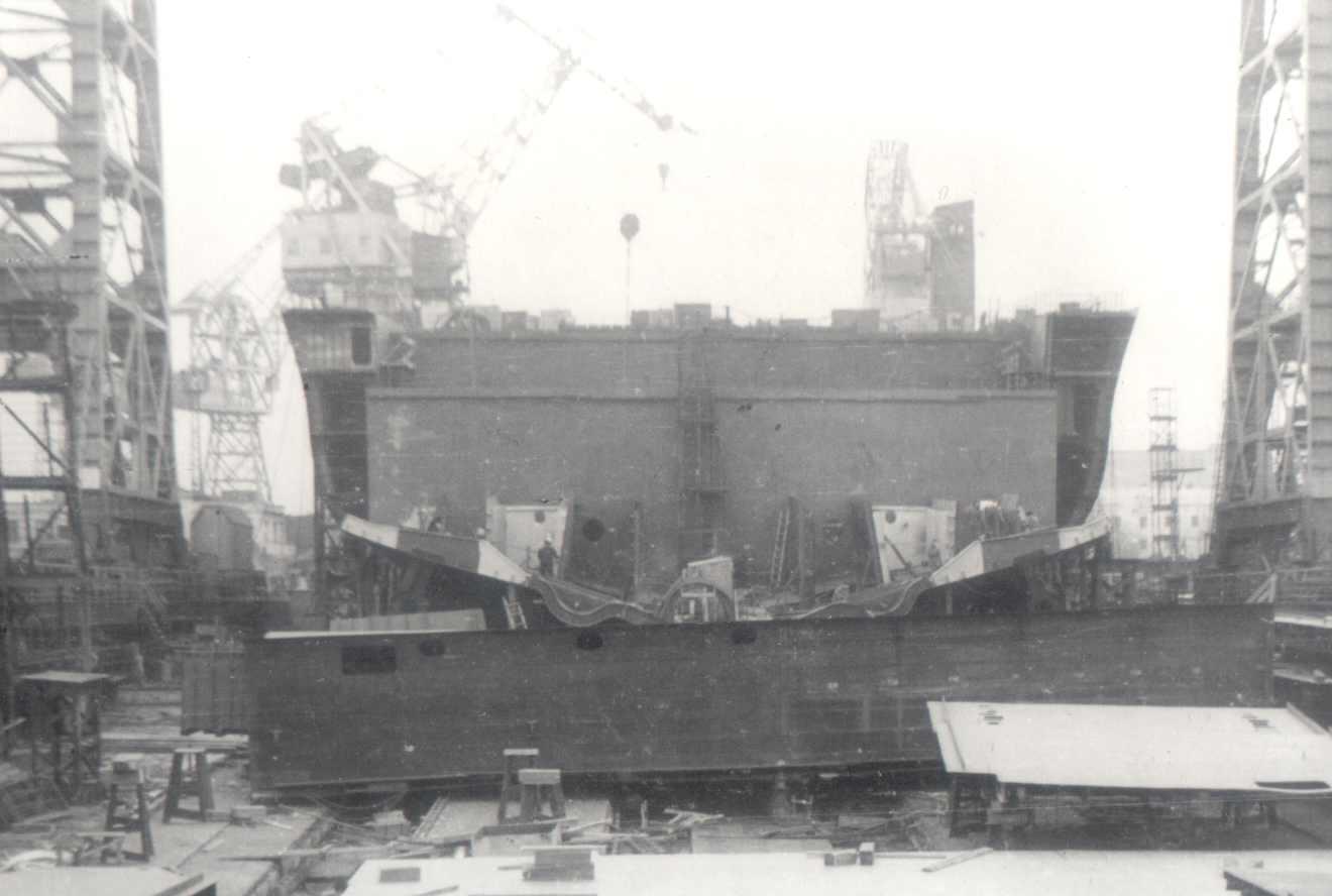 Construction of Minsk on slipway, 1973.jpg