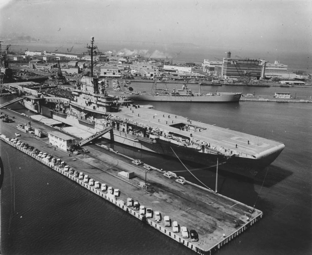 USS Bon Homme Richard (CV-31) at Hunter's Point.jpg