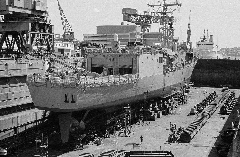 HMAS SYDNEY in the Captain Cook Dock at Garden Island_9.10.1985 г.jpg