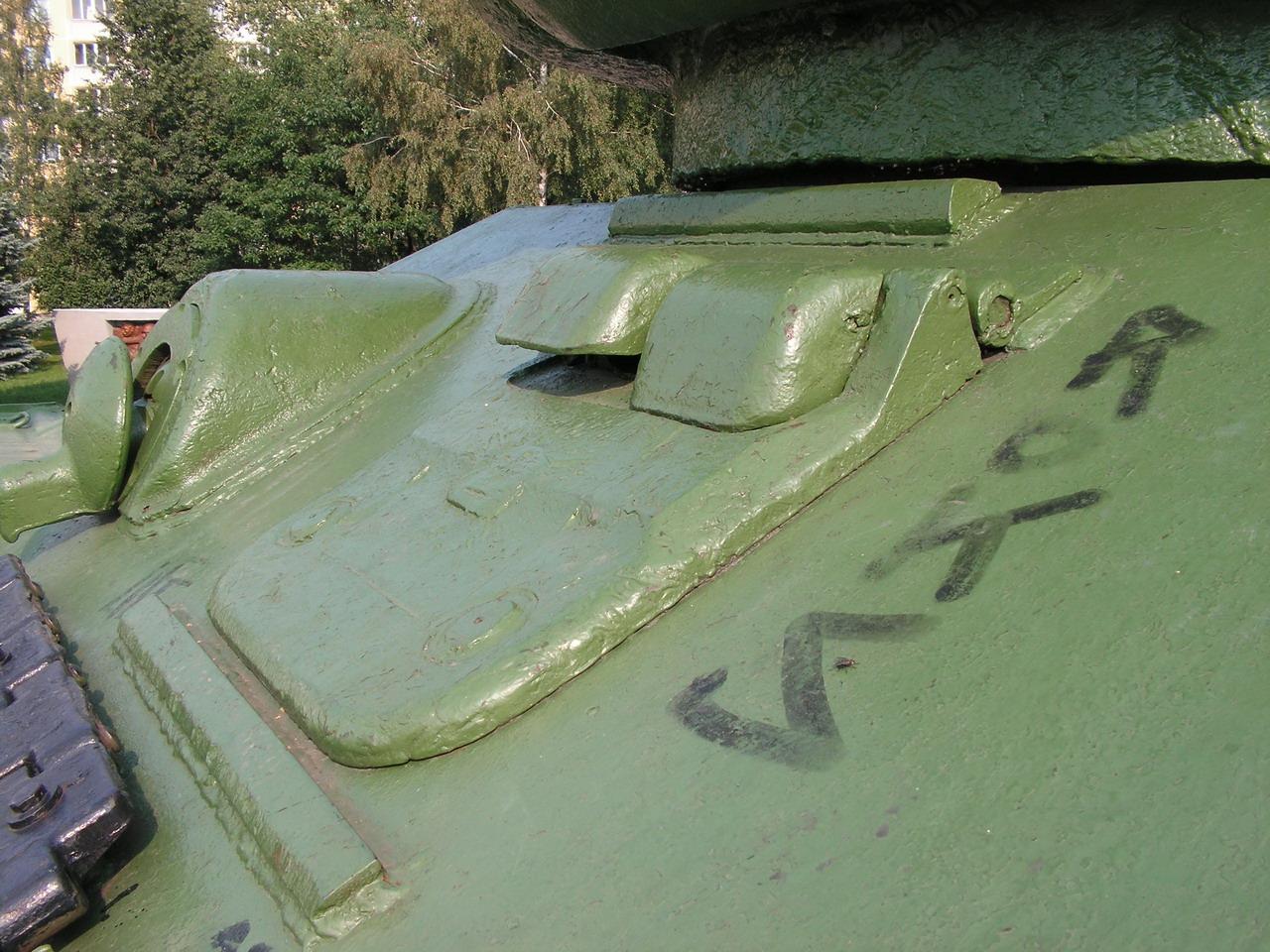 Т-34-85 (Минск, военный городок Уручье, памятник около Дома Офицеров)_16.JPG