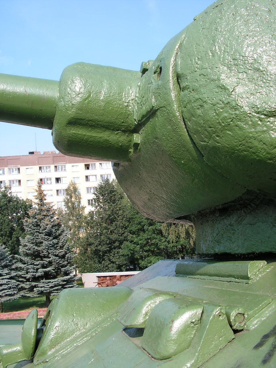 Т-34-85 (Минск, военный городок Уручье, памятник около Дома Офицеров)_05.JPG