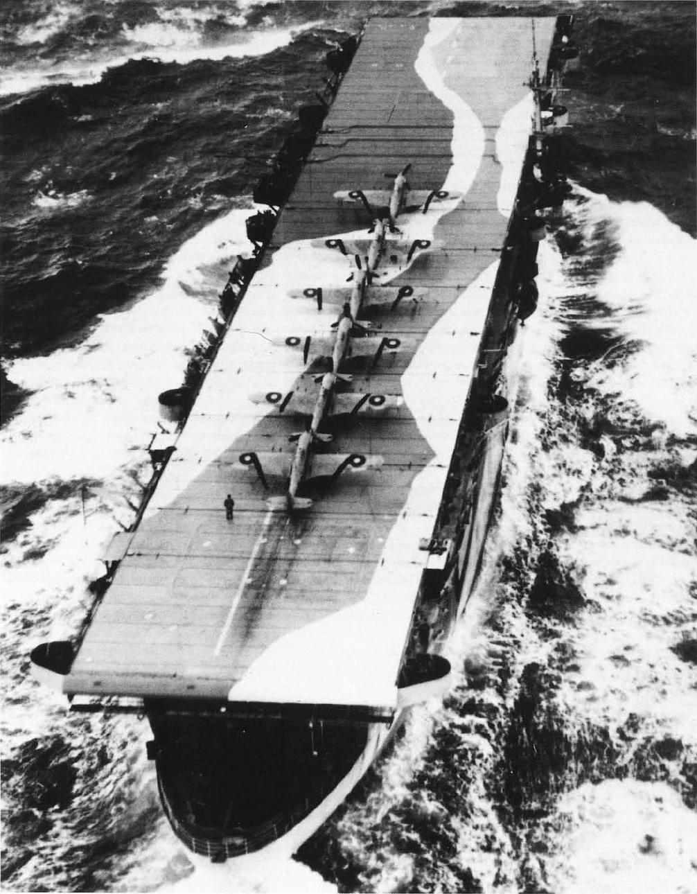 Эвенджер в охранении PQ-18. На палубе - Си Харикейны Mk-Ib.JPG