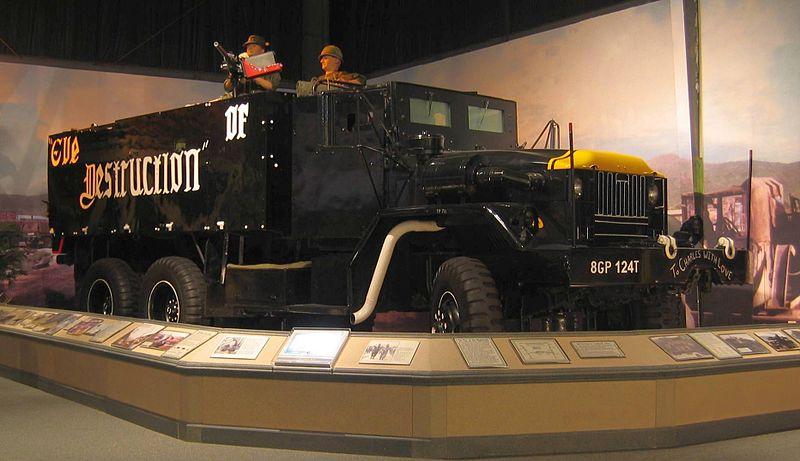 Вьетнам_США_Гантрак Eve of Destruction на базе автомобиля M54 в музее Транспортной службы США.jpg
