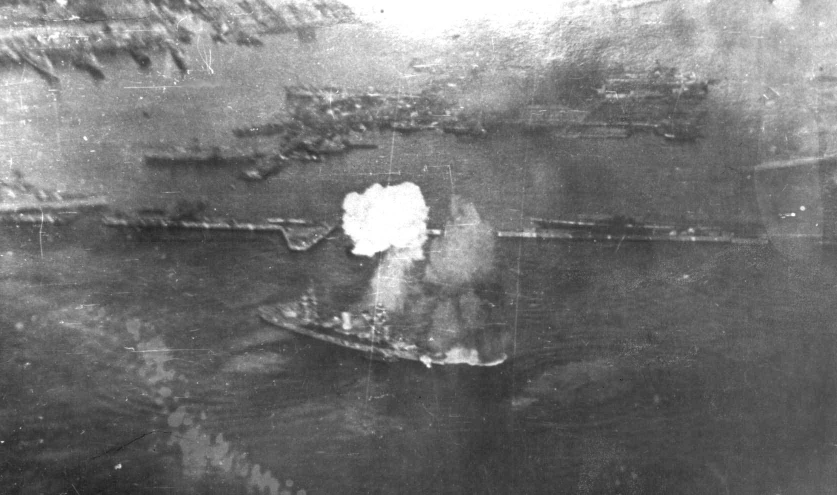 German air attack on Marat in Kronshtadt (09.1941).jpg