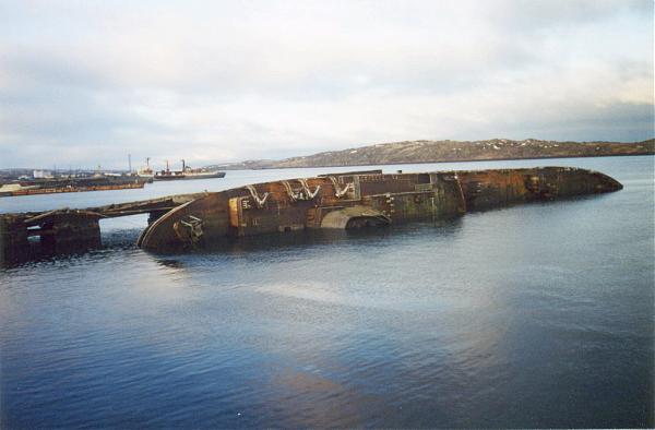 Затопленные у причала корабли Пм-73 и Пм-130 (2).jpg