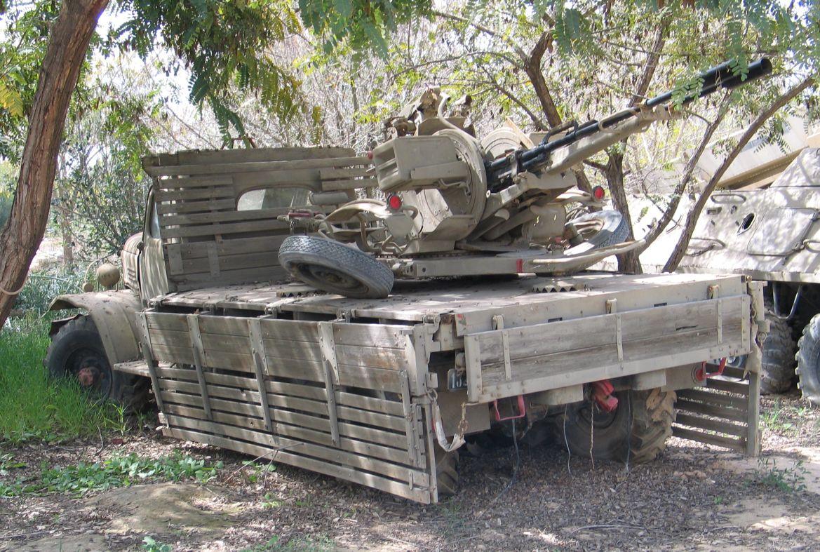 Израиль_гантрак_ЗИЛ 157 с ЗУ-23-2.jpg