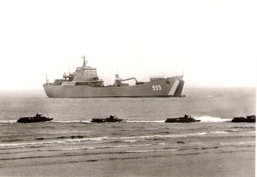 Großes Landungschiff SU.JPG