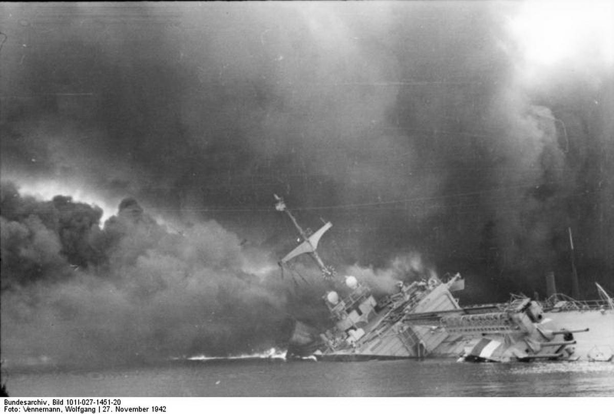 Bundesarchiv_Bild_101I-027-1451-20,_Toulon,_franzosisches_Kriegsschiff.jpg
